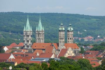 Weithin sichtbar erheben sich die vier Türme von St. Peter und Paul über die Häuser der Stadt (mit freundlicher Unterstützung der Vereinigten Domstifter, Foto M. Rutkowski)