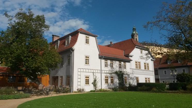 Die Giebelseite des Hauses, welches zugleich eine historisch bedeutsame Stätte ist. Foto: Jörg Bergner